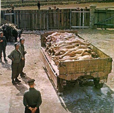Resultado de imagen para CADAVERES AMONTONADOS CAMPOS DE CONCENTRACION NAZI