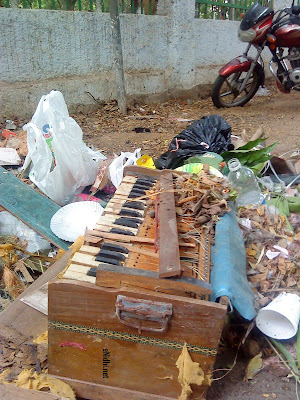 an old discarded harmonium