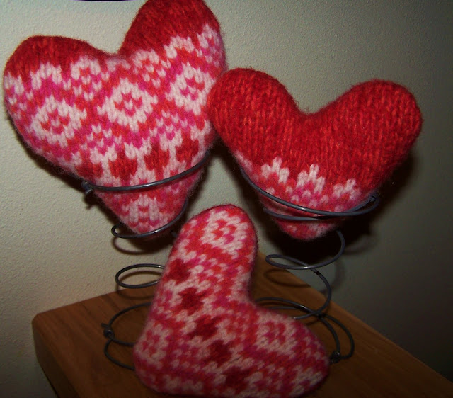 wool hearts valentines day http://bec4-beyondthepicketfence.blogspot.com/2010/01/warm-hearts.html