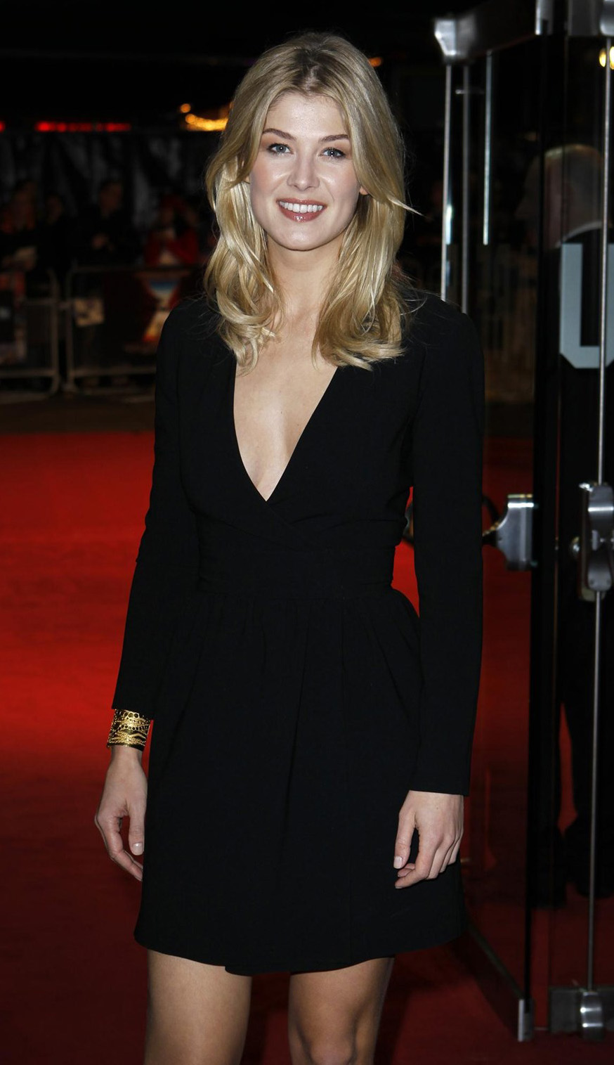 Zidane Iphone Wallpaper Soccer And Beauty Pretty Actress Rosamund Pike