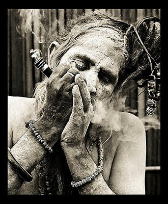 Shiva Smoking Chillum Hd Wallpaper Legalize Cannabis Santa Cannabis Pelo Mundo