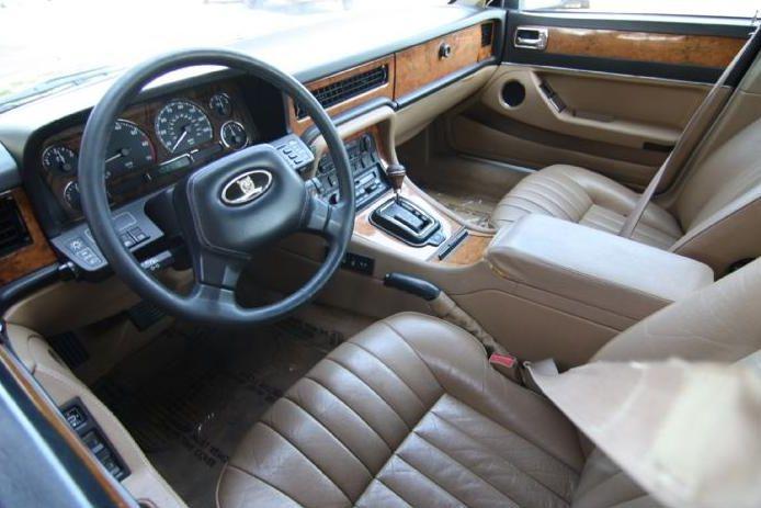 jaguar+xj40+interior.JPG