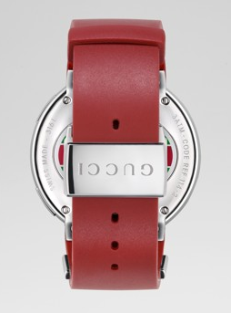 39088fb33da ... of its red monochrome rubber strap is engraved with the Gucci logo on  the exterior