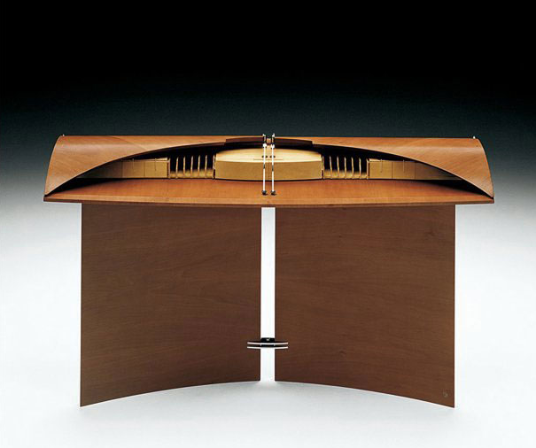 If It's Hip, It's Here (Archives): Desks So Beautiful, They'll Turn
