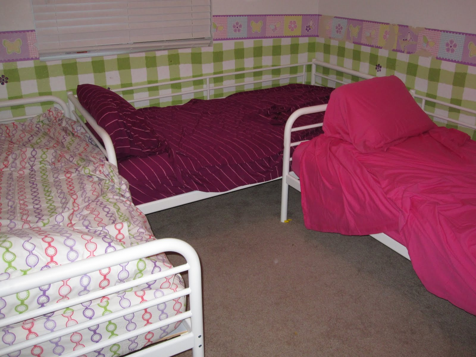 3 Twin Beds In The Space Of 1 3 Twin Beds In A 10x10 Room No Bunk Beds Babycenter