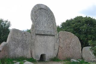 Resultado de imagen de tumbas de gigantes cerdeña