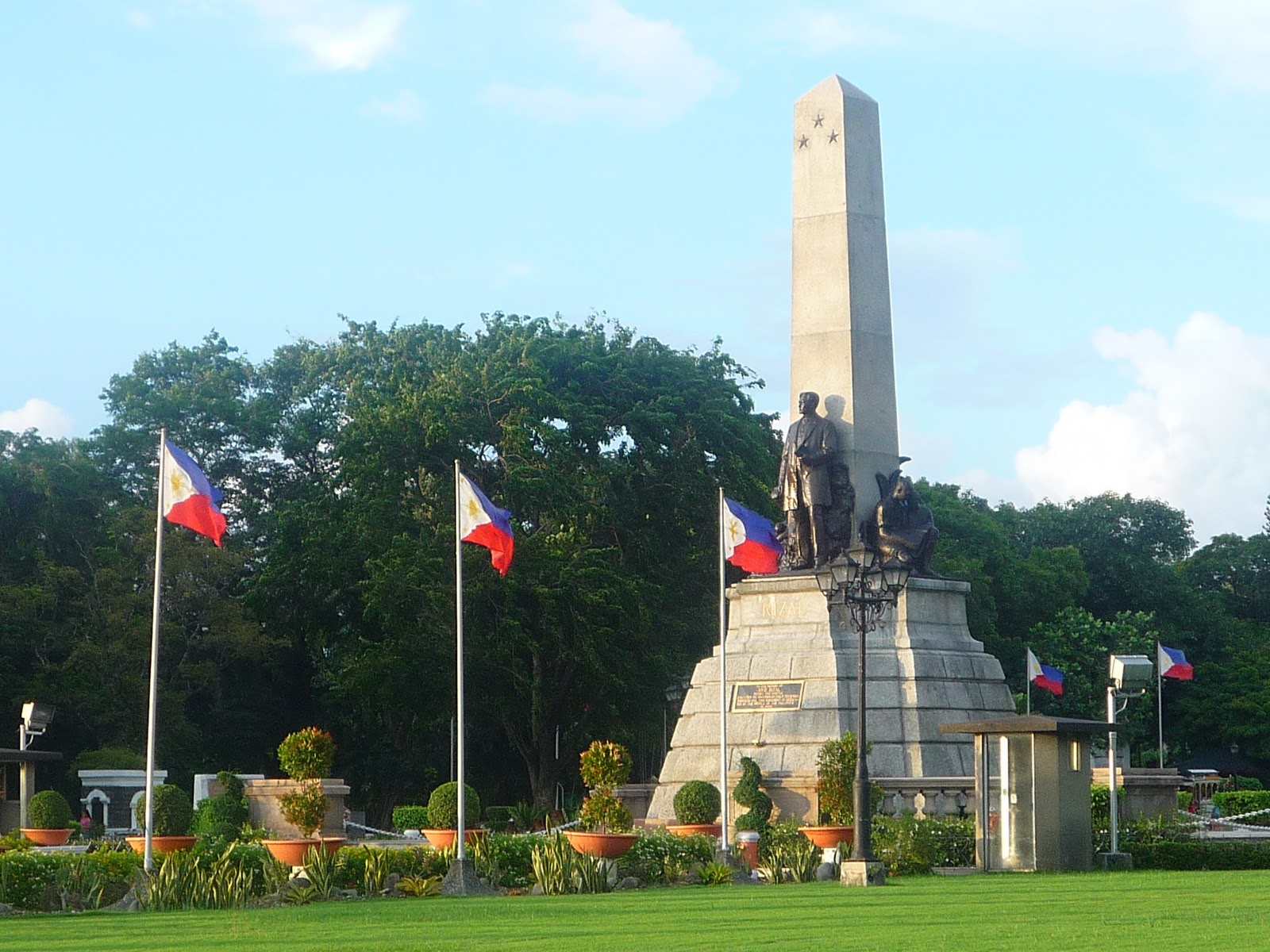 Luneta Park – Philippine Tourist Spot With Great Historical Spotlight