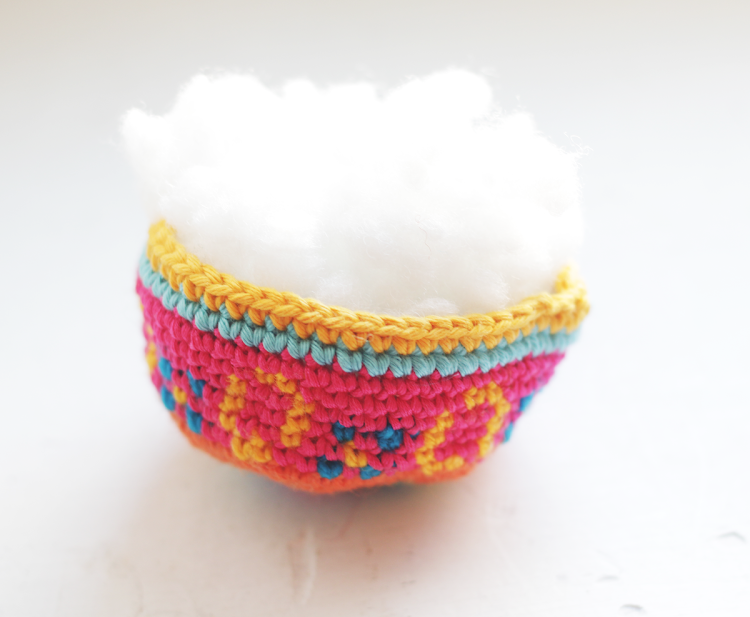 Free amigurumi pattern Easter egg Spaceship by The Sun and the Turtle