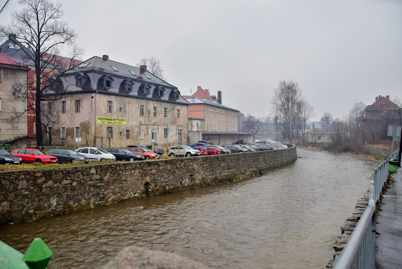 Kompleks klasztorny i tzw. Czerwony Dom oraz widok na rzekę Kamienną