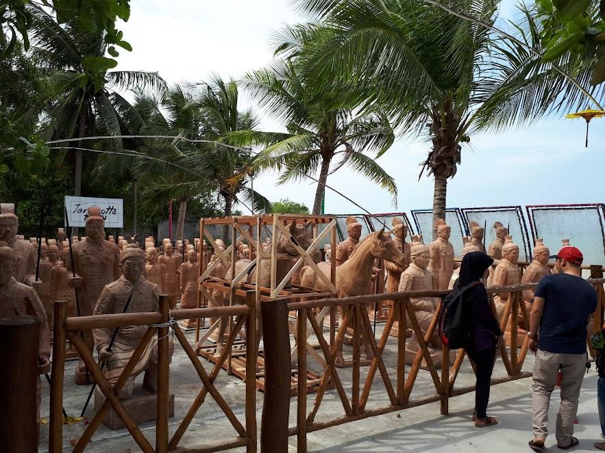 Terakota di Pantai Tongaci